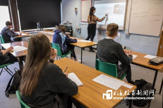 英国多方合力为教师减负