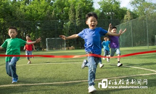 九成受访家长已开始让孩子恢复室外锻炼