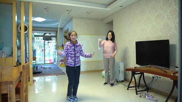 图说:芙蓉小学学生在家AI跳绳 采访对象提供.jpg