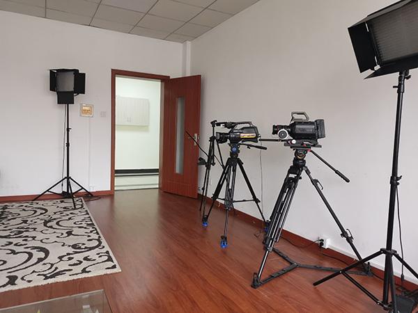 艺考机构的录制设备 复旦大学新闻学院 杨顺顺 摄