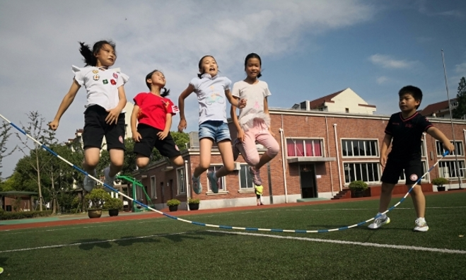 上海这所800人的小学几乎没有小胖墩,看老师做对了啥?