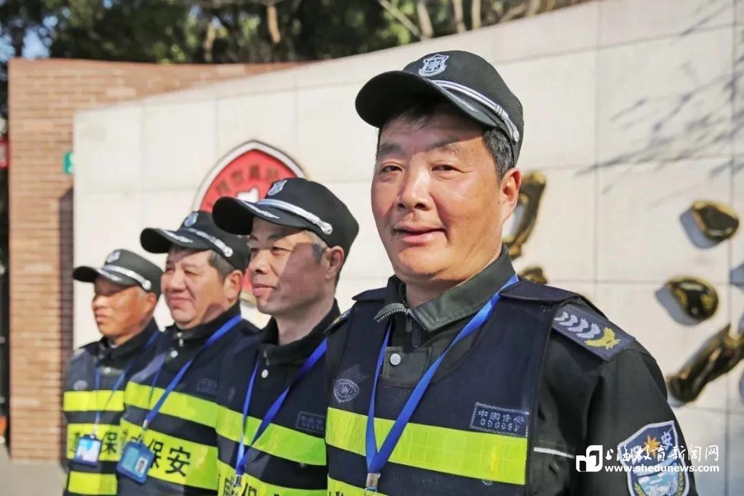 《【麒麟城网上平台】学校保安师傅要退休了,吴淞中学的学生给他写了这样一封信》