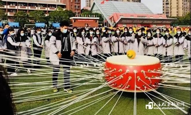 一枚酸涩的柚子,如何让松江的这所百年老校刮起了十年德育旋风?