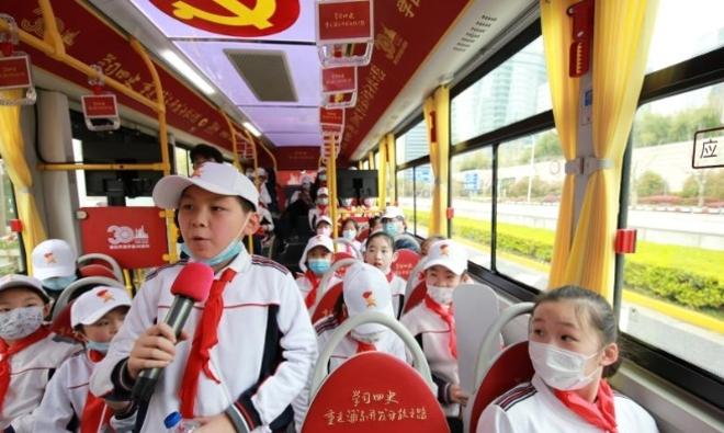 """""""十万少年看浦东""""活动启动,六条线路探寻家乡成长之路"""