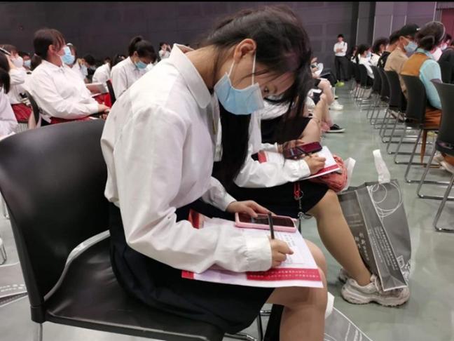 """一堂在中华艺术宫的党课——上海中职生""""少年工匠心向党""""系列活动在中华艺术宫举办"""
