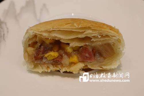 《【麒麟城娱乐代理】源自云南寻甸的食材,上海这所高校打造颜值与内涵兼具的中秋月饼》