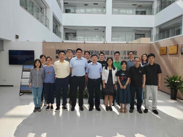 今年7月,李国强教授(前排中)带领团队,赴南通开展产学研合作交流。.jpg