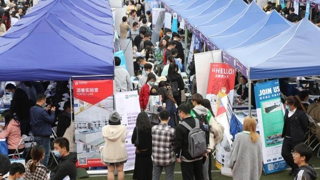 2022届上海高校毕业生秋季系列校园招聘活动启动 4万个岗位虚位以待
